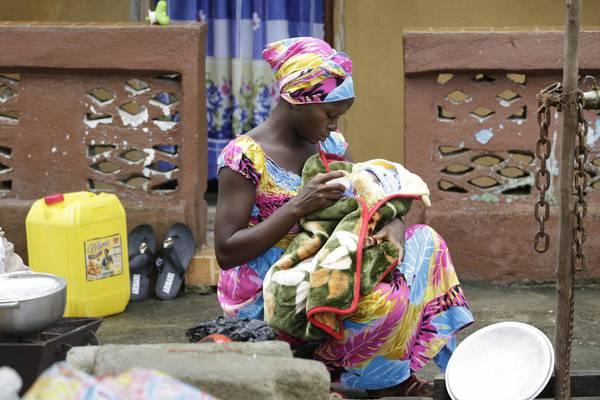 Sconfigge Ebola e diventa mamma in Sierra Leone
