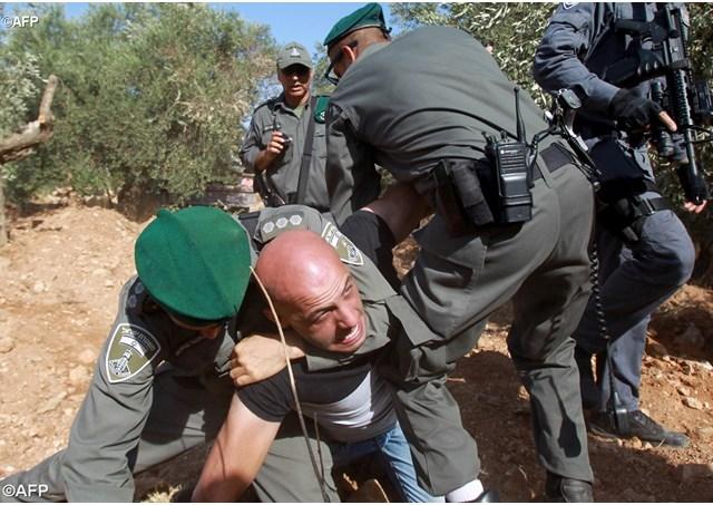 Manifestazione di protesta, questa domenica nella Valle di Cremisan, vicino Betlemme, contro la ripresa dei lavori del Muro di separazione tra Israele e i Territori palestinesi.