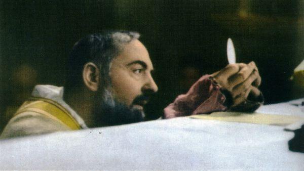 Ecco cosa pensava Padre Pio della comunione ai conviventi