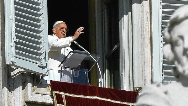Papa Francesco: comunità internazionale faccia qualcosa contro persecuzioni anticristiane