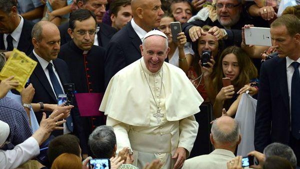 Papa Francesco ha nominato suo medico personale il prof. Fabrizio Soccorsi. 73 anni, romano, il prof. Soccorsi è primario emerito di epatologia dell'Ospedale San Camillo di Roma