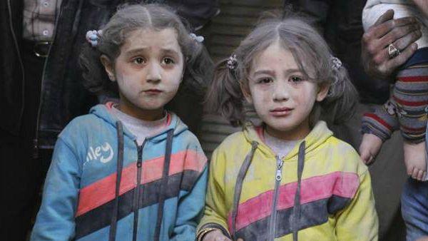 Siria, incontrare Dio stando in fila per un secchio d'acqua