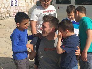 Giovanni Caccamo durante l'incontro con i bambini palestinesi