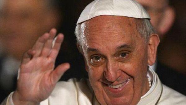 Il pronto intervento del Papa per i poveri non va in vacanza d'estate