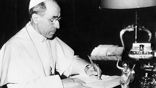 Pio XII, il Papa che incoronò Regina la Madre di Dio