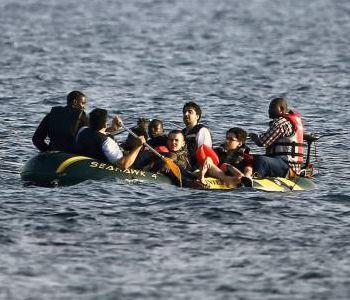 Barcone carico di profughi si rovescia. Tripoli: possibili molte vittime
