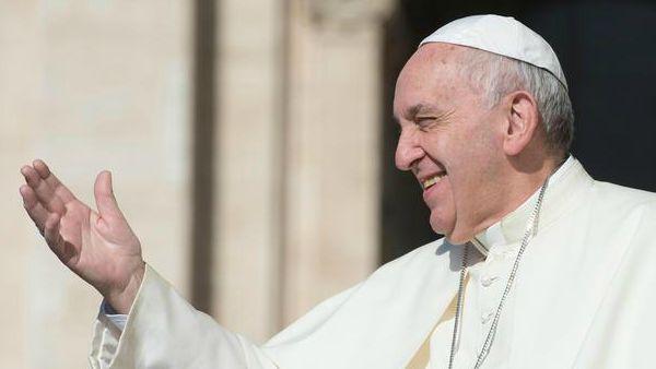 Papa Francesco: fermare crimini contro migranti, offendono umanità
