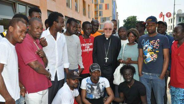 Torino. Mons. Nosiglia, accoglienza ai profughi: 5 migranti in ogni comunità