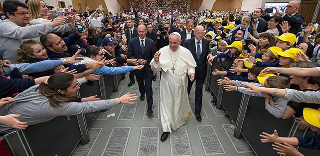 Dal Concilio Vaticano II a Papa Francesco: 50 anni di comunicazione. Le nuove tecnologie sono realmente a servizio dell'uomo?