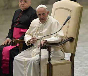 Papa: promuovere economia dell'onestà di fronte a corruzione