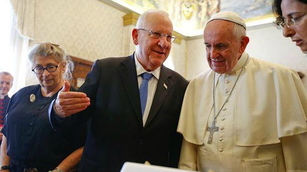 Papa Francesco al presidente israeliano Rivlin: Riavviare negoziati diretti con i palestinesi