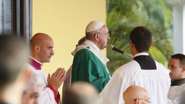 Papa Francesco all'Angelus: Anche noi siamo tentati di fuggire dalle nostre croci