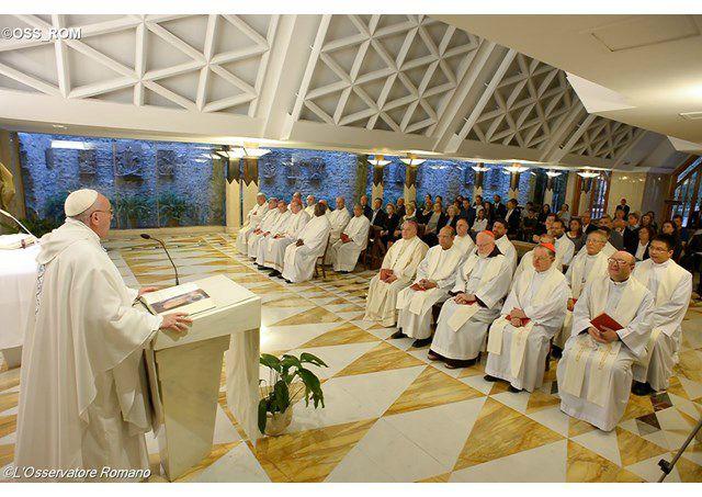 Papa Francesco: la Chiesa è madre, non un'associazione rigida!