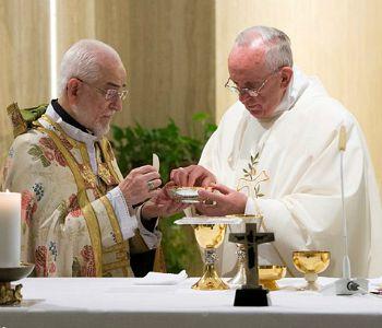 Papa Francesco: cristiani perseguitati oggi nel silenzio complice delle potenze