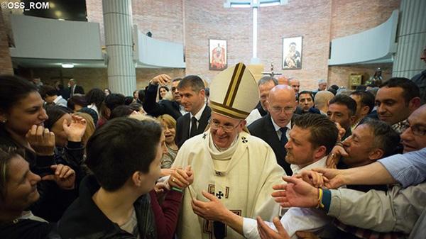 Papa con detenuti