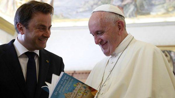 Papa Francesco incontra premier Lussemburgo: in primo piano profughi e rifugiati