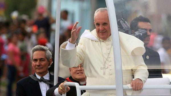 Papa Francesco: disgelo Cuba-Usa, esempio di riconciliazione in questa terza guerra mondiale