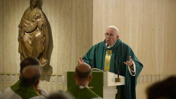 Francesco: tutti si guardino dall'essere ipocriti, anche il Papa