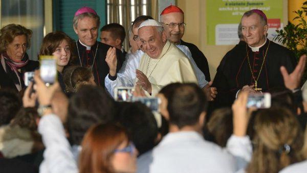 Papa Francesco ai medici cattolici: servire sempre la persona, no a relativismo