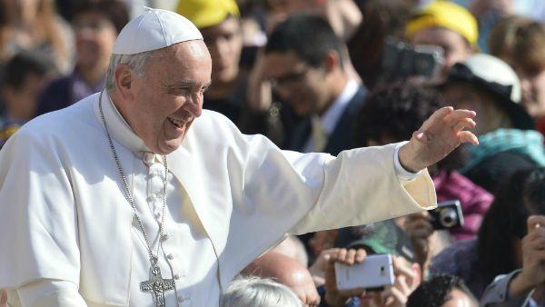 Papa Francesco: La famiglia è la base per difendersi dalle colonizzazioni ideologiche e dalla colonizzazione del denaro