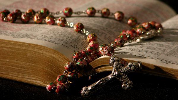 3 modi per usare il vostro rosario (una dritta: non è una collanina)