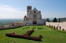 Ad Assisi l'inaugurazione del Cortile di Francesco: storie e confronto sull'umanità