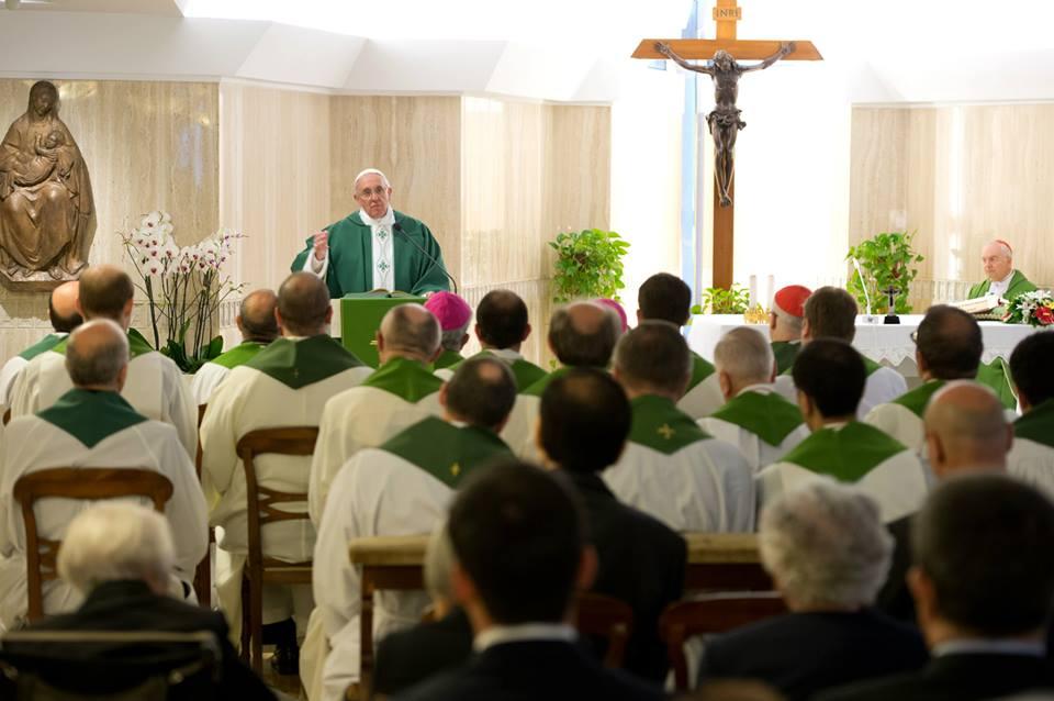 Obbedire alla volontà di Dio, lasciando agire la sua misericordia senza sfidarla, questo è il messaggio lanciato alle prime ore dell'alba da Papa Francesco presso la Cappella di Santa Marta.