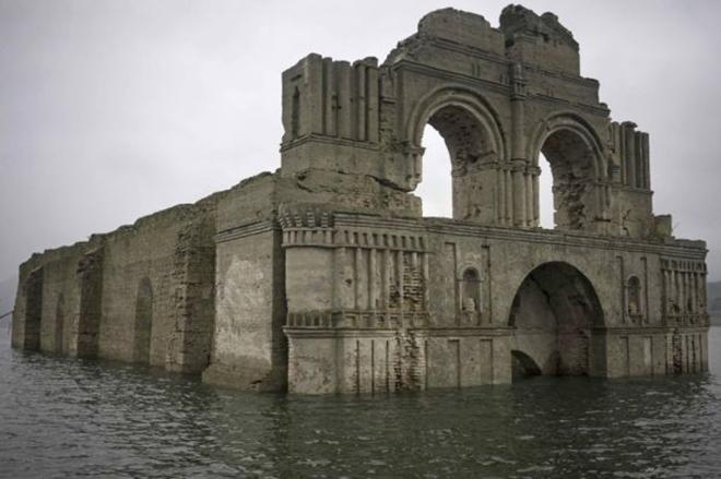 I resti della misteriosa chiesa emersa dalle acque del for Tempio di santiago