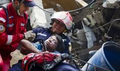 Valanga di fango, 12 morti accertati. «Seicento persone sepolte nelle loro case»