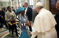 Papa Francesco riceve Radio Maria: comunicate la speranza che porta Gesù