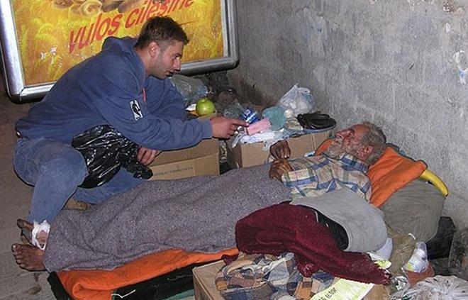 incontro_con_i_senzatetto_-bd_1562443
