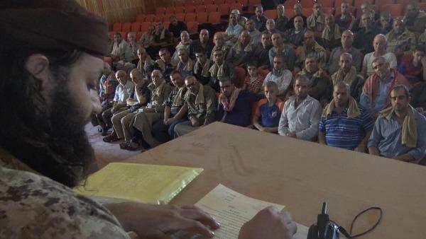 Diffuso il video sui cristiani di Qaryatayn che sottoscrivono il contratto di protezione