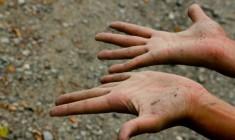 Lunedì 5 ottobre – La vita eterna è nella polvere, ferita e spogliata di tutto