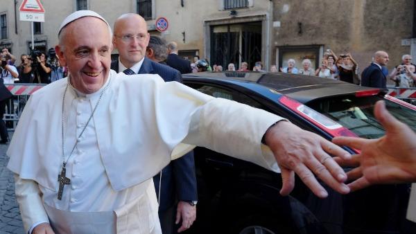 Papa Francesco: il demonio seduce in tre mosse, lo scudo è l'umiltà