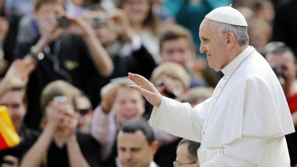 Papa: contro scandalo fame guardare in faccia i poveri, non sono numeri