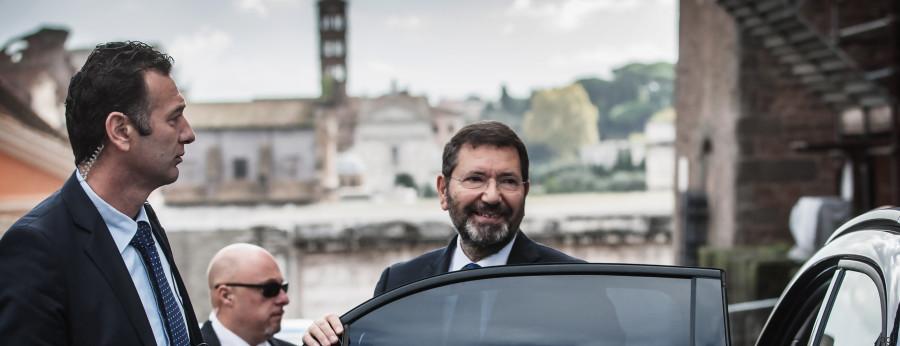 29/10/2015 Roma.Ignazio Marino rilascia dichiarazioni prima di entrare in Campidoglio. Nella foto Ignazio Marino