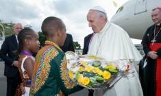 Papa Francesco è arrivato a Nairobi, prima tappa del viaggio in Africa