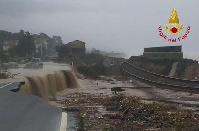 Maltempo: Calabria; 600 mm pioggia in 48 ore, vento 80 km/h
