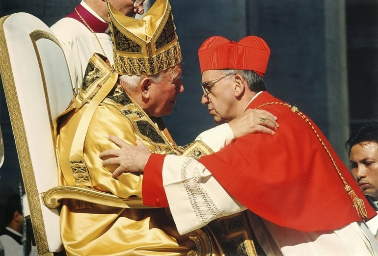 Giovanni-Paolo-II-e-lallora-cardinale-Jorge-Mario-Bergoglio