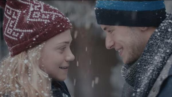 Un ragazzo e una ragazza, tanti baci e milioni di visualizzazioni , una follia: la nostra vita