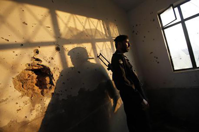 Taliban gunmen storm Pakistani university