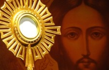Il diavolo è proprio terrorizzato dal Corpo di Gesù. Ecco perché combatte l'Eucarestia, come può