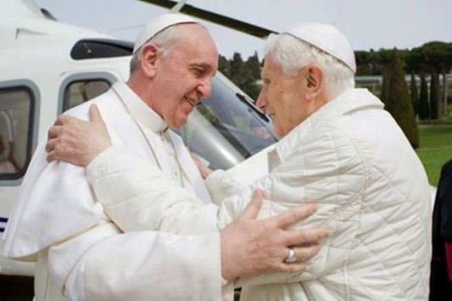 PapaFrancesco+PapaBenedettoXVI