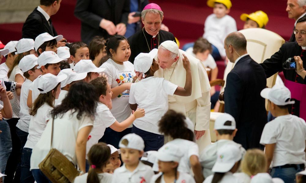 11/05/2015 Citta' del Vaticano, udienza del papa alla Fabbrica della Pace. Nella foto papa Francesco in mezzo ai bambini