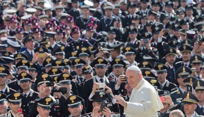 Papa con i militari