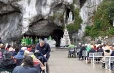 La grandissima potenza del Santo Rosario dalla grotta di Lourdes è una gioia da provare