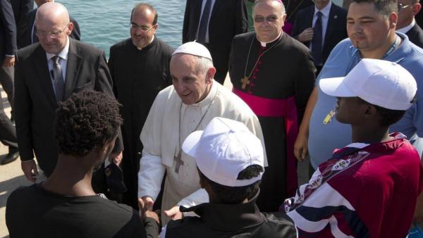 Il Papa in visita a Lesbo, per guardare il mondo con gli occhi degli ultimi