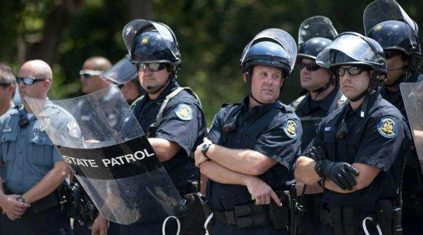Il poliziotto Price e la bambina : quel nostro bisogno di ripulire gli occhi