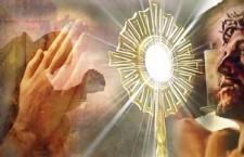 Nell'Adorazione Eucaristica puoi scoprire la forza infinita di un Dio che si fa miracolo di Amore