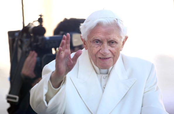 Pope+Benedict+XVI+Hold